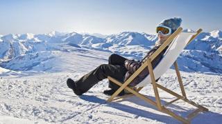 Winter Schnee Gletscher Liegestuhl Frau Sonnenbad