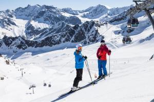 © Kaunertaler Gletscherbahnen - Daniel Zangerl | Kaunertal Skifahren Frauen Schnee Winter ALDI SUISSE TOURS