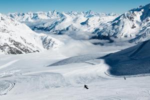 © Saastal Tourismus AG | Saastal Winter Skigebiet Sonne Schnee ALDI SUISSE TOURS