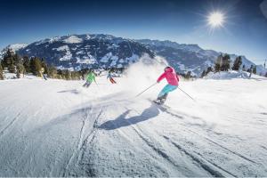 Hochzillertal Skifahren Piste Winter Schnee Sonne ALDI SUISSE TOURS