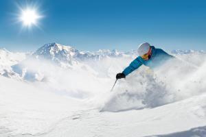Winter Sonne Berge Skifahren ALDI SUISSE TOURS