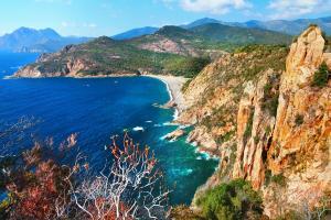 Barcelona, Sardinien & Korsika - Rundreise mit Schiff & Bus