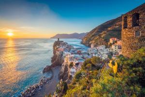 Vernazza Cinque Terre La Spezia Ligurien Italien Sonnenuntergang Meer - ALDI SUISSE TOURS
