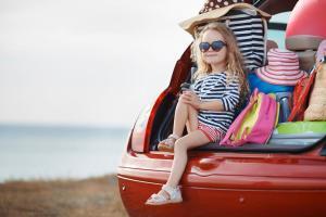 Spiele für lange Autofahrten Kind Kofferraum Auto ALDI SUISSE TOURS
