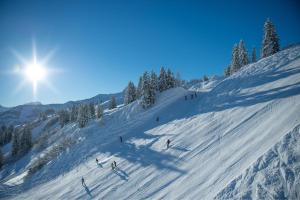 Damüls Winter Sonne Skipiste ALDI SUISSE TOURS