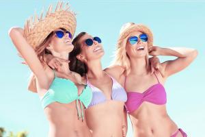Frauen Bikinis Strand Badeferien Sommerferien ALDI SUISSE TOURS