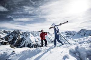 © TVB Pitztal | Pitztaler Gletscher Tirol Winter Gipfel Schnee Skifahren ALDI SUISSE TOURS