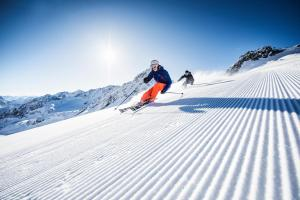 Stubaital Winter Schnee Sonne Skipiste ALDI SUISSE TOURS
