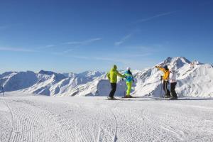 Schnalstal Winter Schnee Sonne Berge Gruppe ALDI SUISSE TOURS