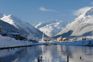 © Livigno | Livigno Schweiz Winter Berge See Tal Schnee ALDI SUISSE TOURS