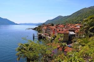 Como & Cannobio - shopping tour - viaggio in pullman