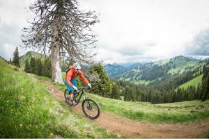 Velofahren in Gstaad ALDI SUISSE TOURS