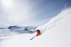 Auf Hannibals Spuren: Vom Zillertal zum Reschenpass - Freeridetour über fünf Tiroler Gletscher